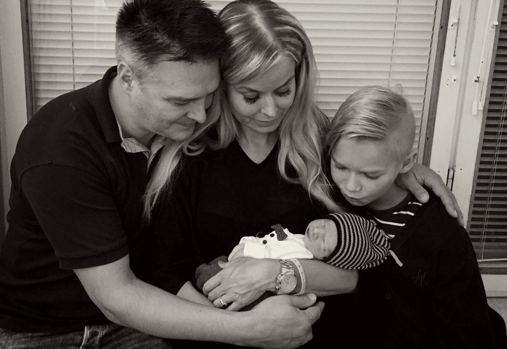 Markus, Anne, Lucas ja pieni Linus. Perhe kohtasi sekä odotuksen että hyvästit yhdessä.
