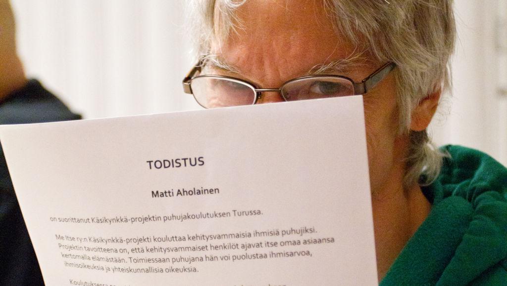 Matti Aholainen Me Itse ry:n koulutuksessa.