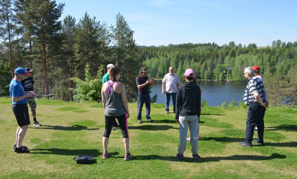 Joogaa ulkona Leppävirran tuetulla lomalla 2017