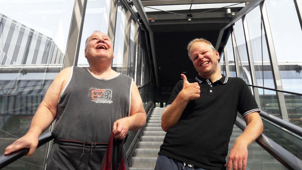 MAHTI-kurssilaiset Pertti Mäkinen ja Joni Roivanen Tikkurilan asemalla.