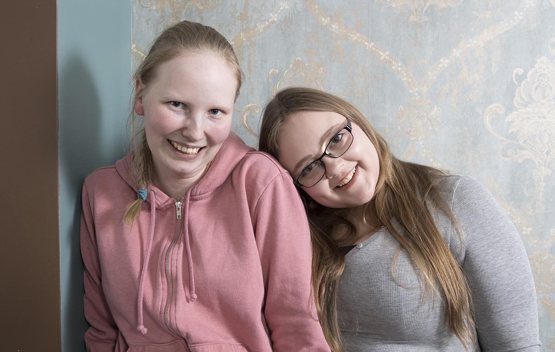 Mandi Ahtilinna ja Ilona Anttila ovat kavereita.