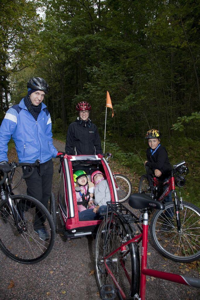 Romppasen perhe pyöräretkellä. Kuva: Janne >Ruotsalainen