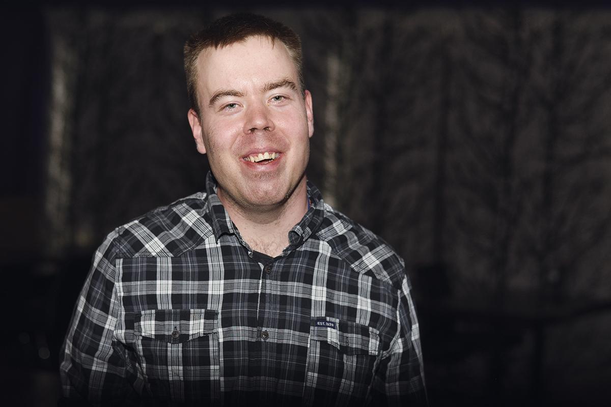 Laulaja Juha Tapio Kärki laulaa samanarvoisuudesta.