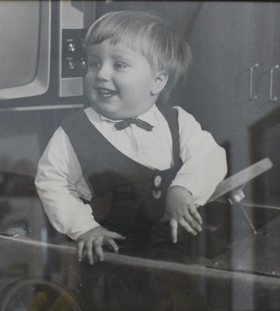 Pasi Soukkala leluauton kyydissä lapsena joskus 60-luvulla.